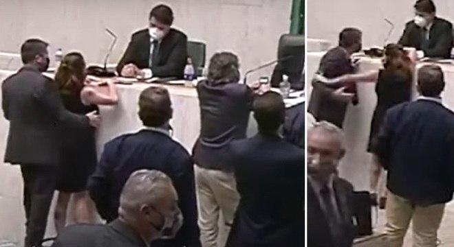 Cidadania afasta deputado 'mão boba' que acariciou o seio de colega; Veja o vídeo